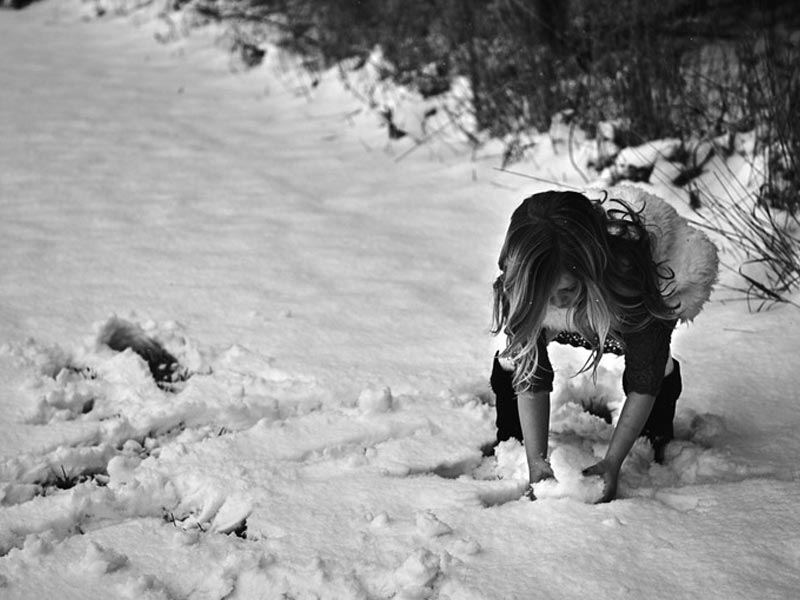 girl making snowball